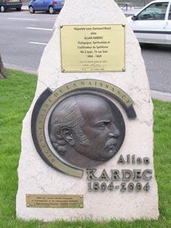 Monumento em homenagem a Kardec